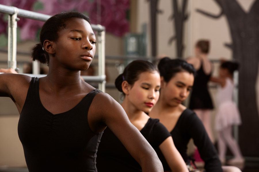 multinational-dancers-in-dance-class-TrifectaArts-900px